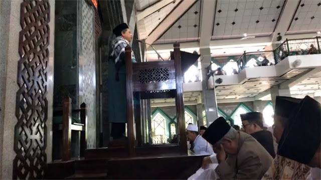 Khutbah Jumat Paling Menggetarkan Fahri Hamzah di Masjid Al Markaz Makassar