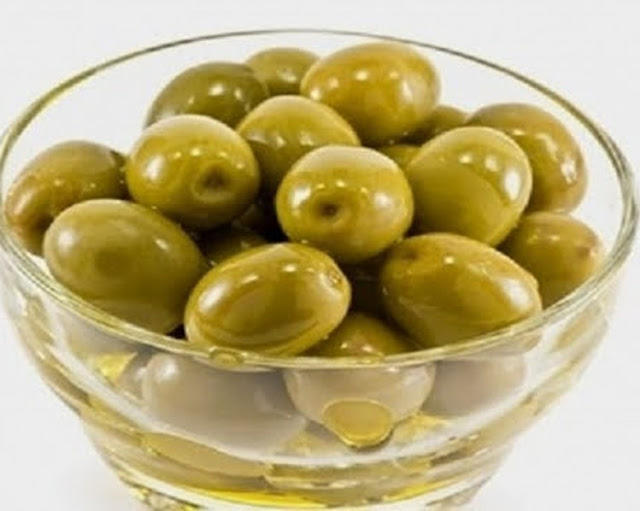 How to dress olives with soda