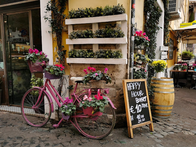 cute pink bike, cute cafe in rome