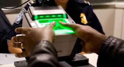 Порошенко утвердил введение биометрического контроля на границе