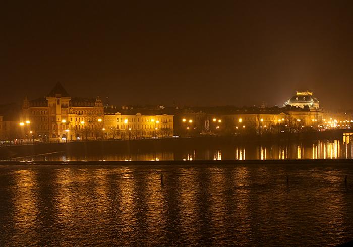 Вид на Прагу ночью