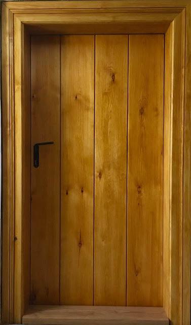 stare drzwi, remont starego domu, życie w górach