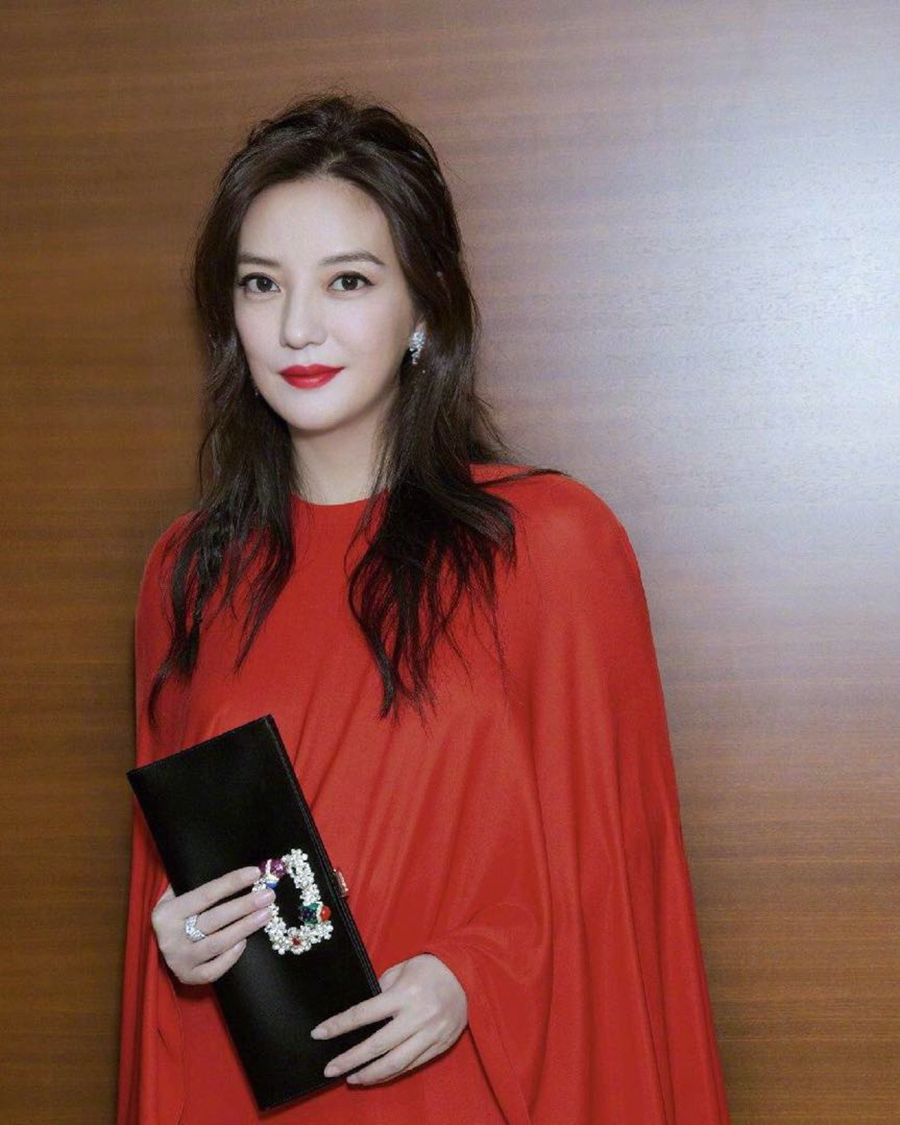Hot mom cantik dari China Zhao Wei