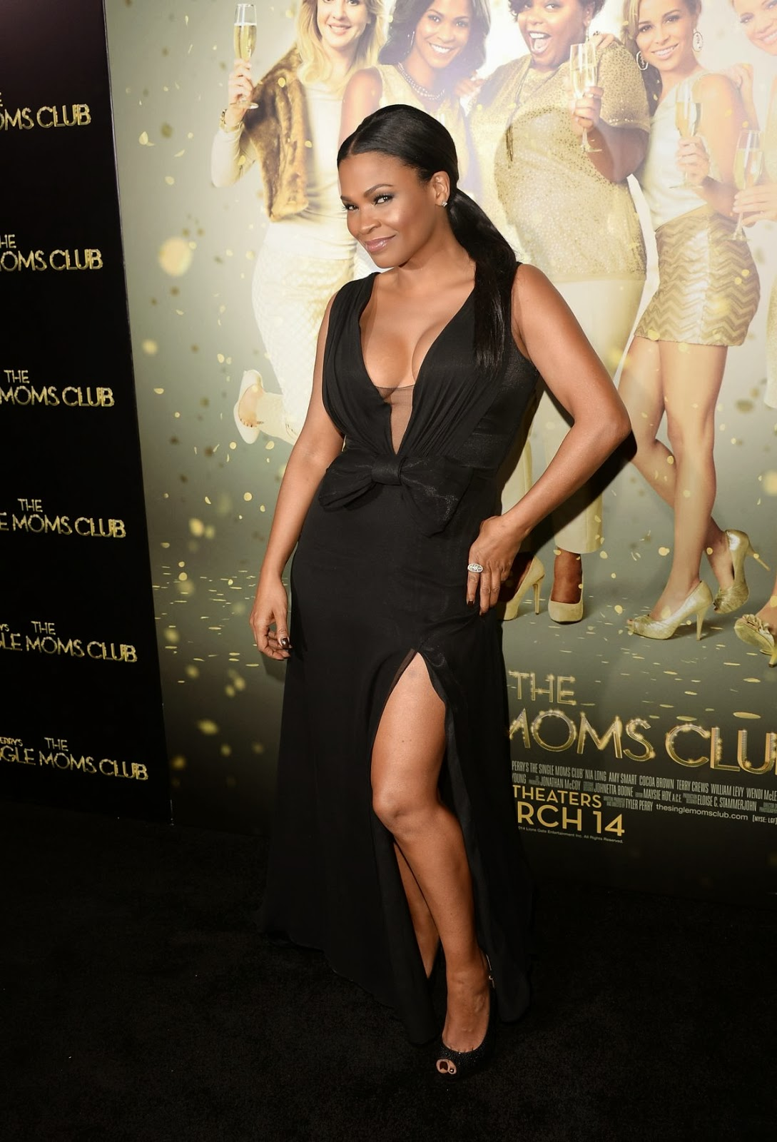 Nia Long Shows Off Her Cleavage At The Single Moms Club -4510