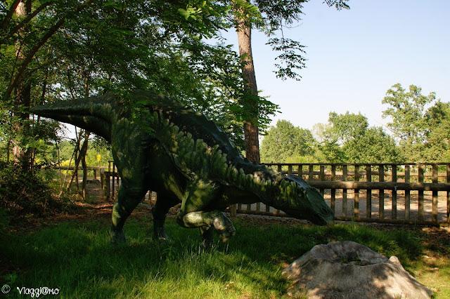 Riproduzione dei dinosauri nel parco giurassico