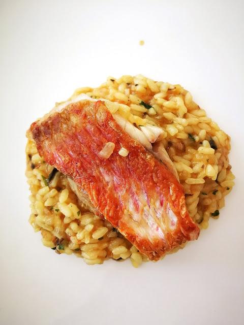 Salmonete de roca a la parrilla con su arroz caldoso, al estilo de Avilés