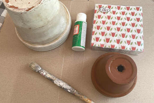 Decoupaging Flower Pots with Napkins