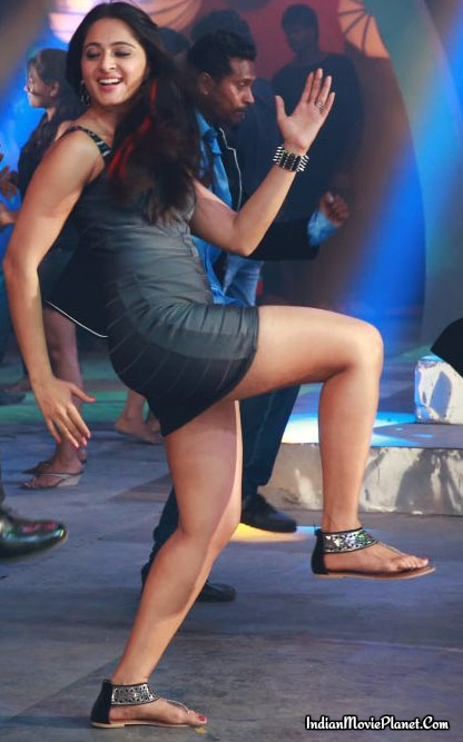 Actress Anushka Shetty Hot Latest Dancing Full Size Images-5848