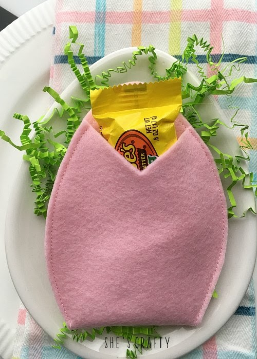 How to make a felt egg pouch treat holder