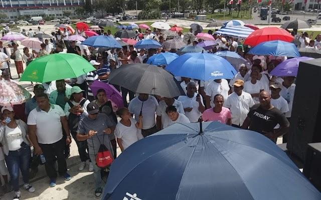 """Los Rosario realizan manifestación para """"agradecer a Dios"""" avances en proceso para conseguir herencia"""
