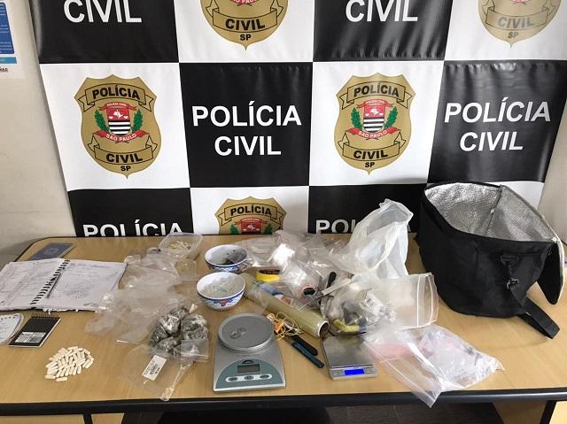 Polícia Civil prende homem com mais de 300 porções de drogas que trazia de Curitiba para comercializar na região do Vale do Ribeira