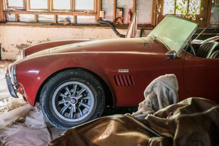 American found rare cars in the garage, Whose gates have not opened from last 30 years