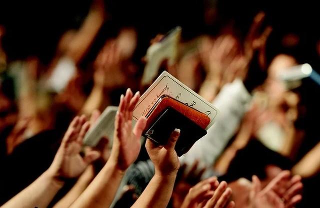 Detenidos tras ser descubiertos en un culto evangélico