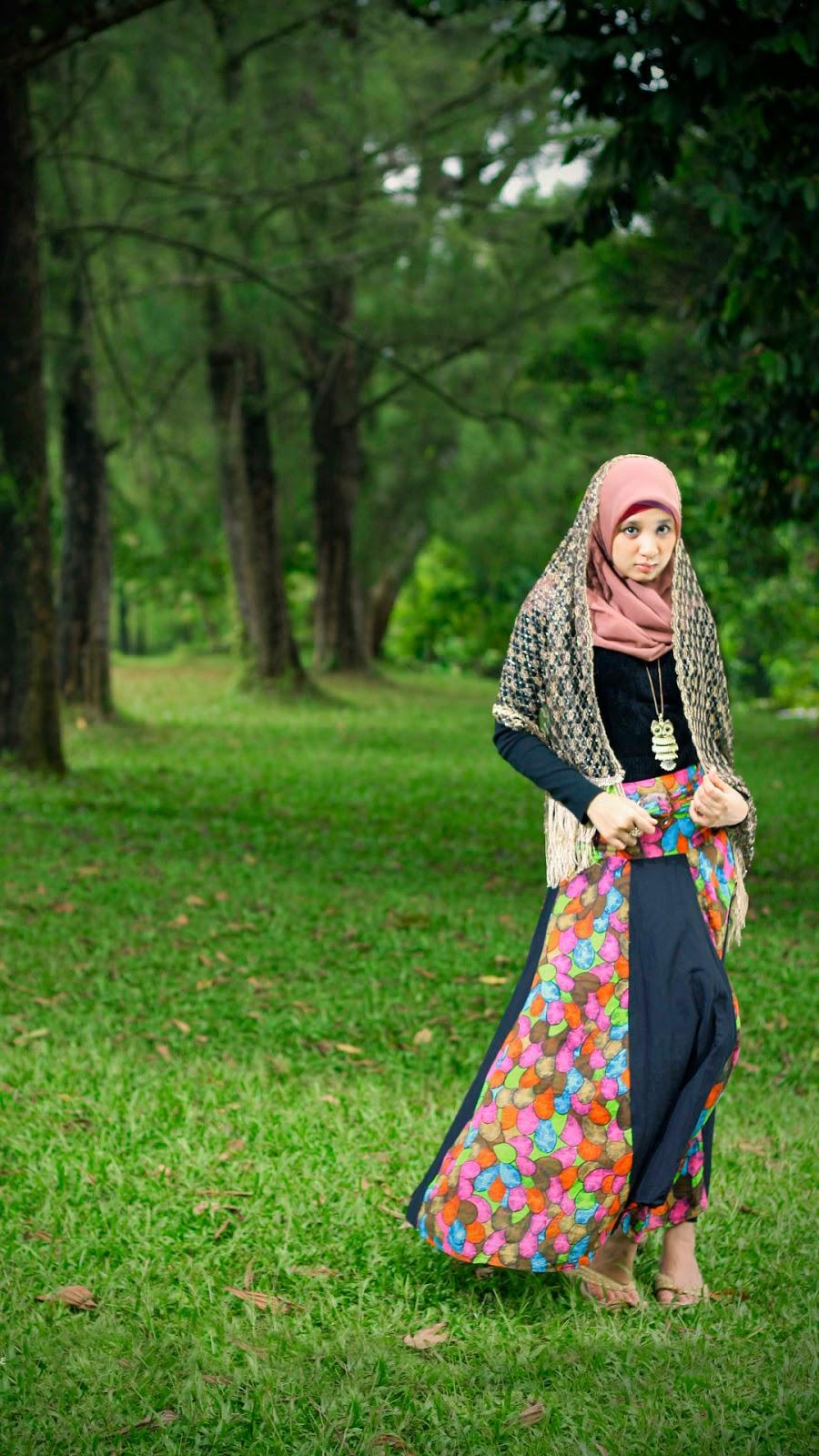 wallpaper muslimah cantik hijab rumput hijab manis
