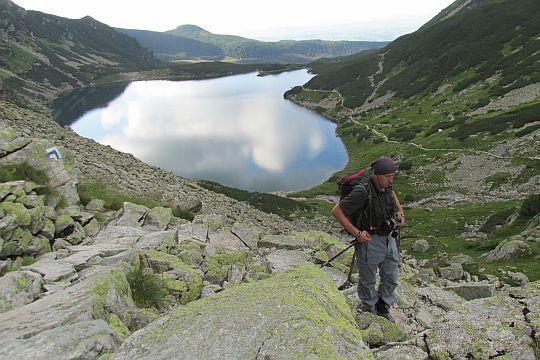Na progu schodzącym do niższego poziomu Doliny Gąsienicowej z Czarnym Stawem Gąsienicowym.