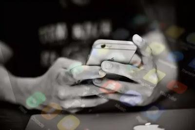 Screen time, screen time kitna hona chahiye, mobile kitni der chlaye, मोबाइल के खतरे, स्कूल में छात्रों के लिए मोबाइल फोन का नुकसान, मोबाइल के छात्रों के लिए हानिकारक है, मोबाइल के दुष्परिणाम, मोबाइल के दुष्प्रभाव, ज्यादा मोबाइल देखने से क्या होता है, Does staring at a computer screen damage eyesight, Side effects of staring at a computer screen for too long, Computer vision Syndrome, Protect eyes from computer screen, Eye strain, Digital eye strain, Does screen size affect eyes, Are large computer monitors bad for your eyes