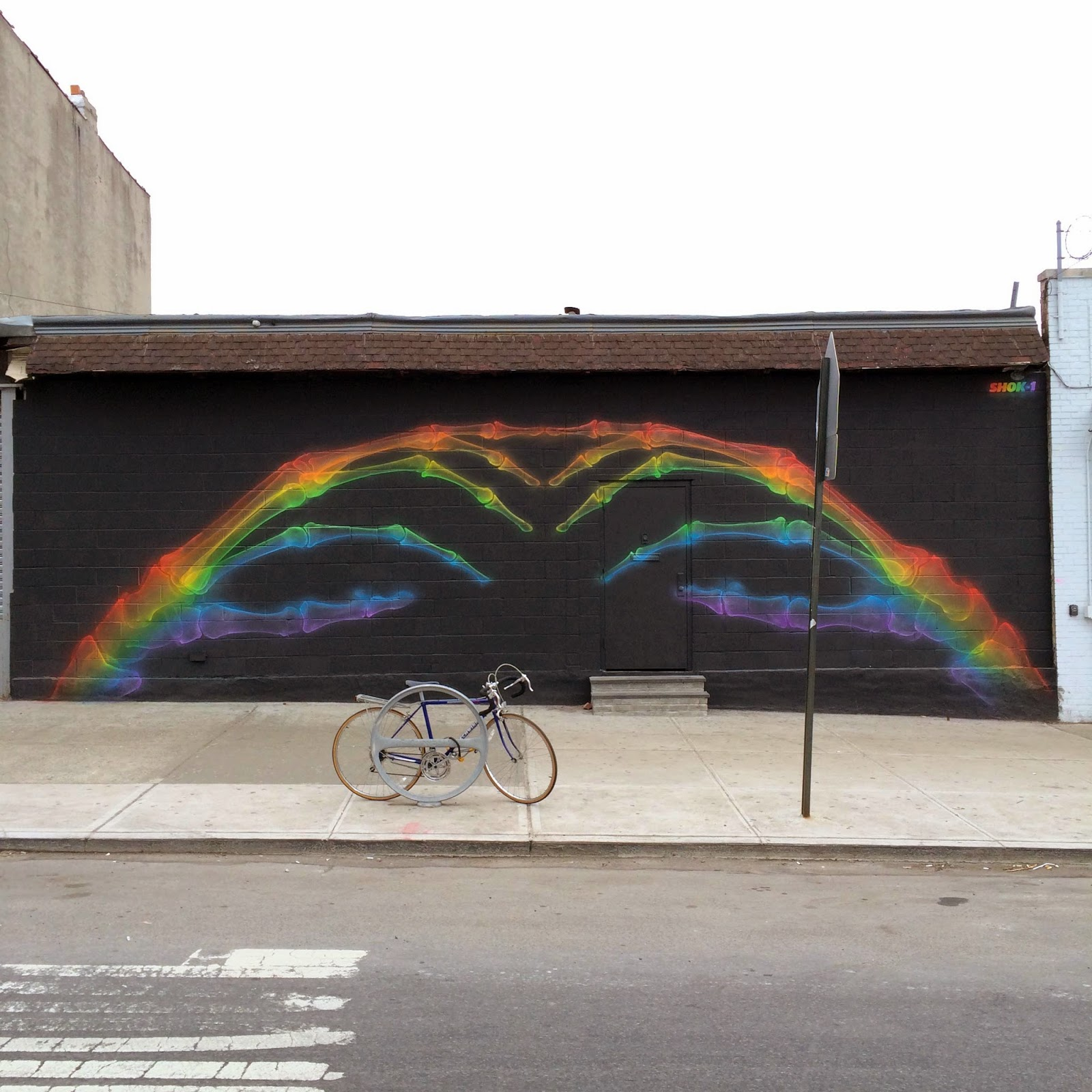 Freshly arrived from London, Shok-1 is now in New York City where he spent a few hours working on this sweet new piece.