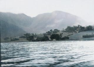 pemandangan pulau samosir dari danau toba
