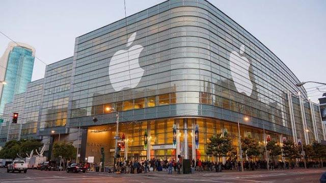 Apple berhasil membuat capaian sejarah. Perusahaan yang didirikan Steve Jobs ini menjadi perusahaan teknologi pertama bernilai US$ 1 Triliun atau setara Rp14.400 triliun pada Rabu (1/8/2018).