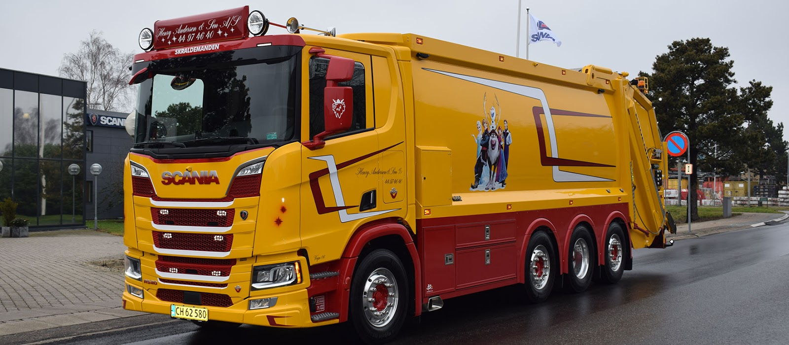 b956c381 ... Henry Andersen & Søn's new refuse truck is certain to raise a few  eyebrows along pickup routes. Owner Jais Andersen's latest eyecatcher is a  V8 Scania R ...
