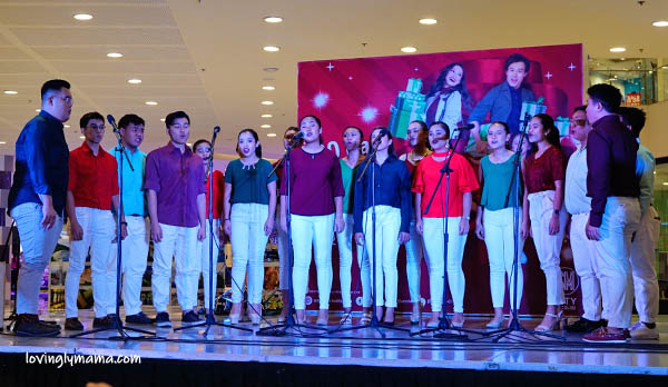 kids - daughters -sisters - Bacolod mommy blogger - Christmas colors - red and green - 100 Days Christmas Countdown - SM City Bacolod - carols - Bacolod host - Christmas choir - Christmas carols
