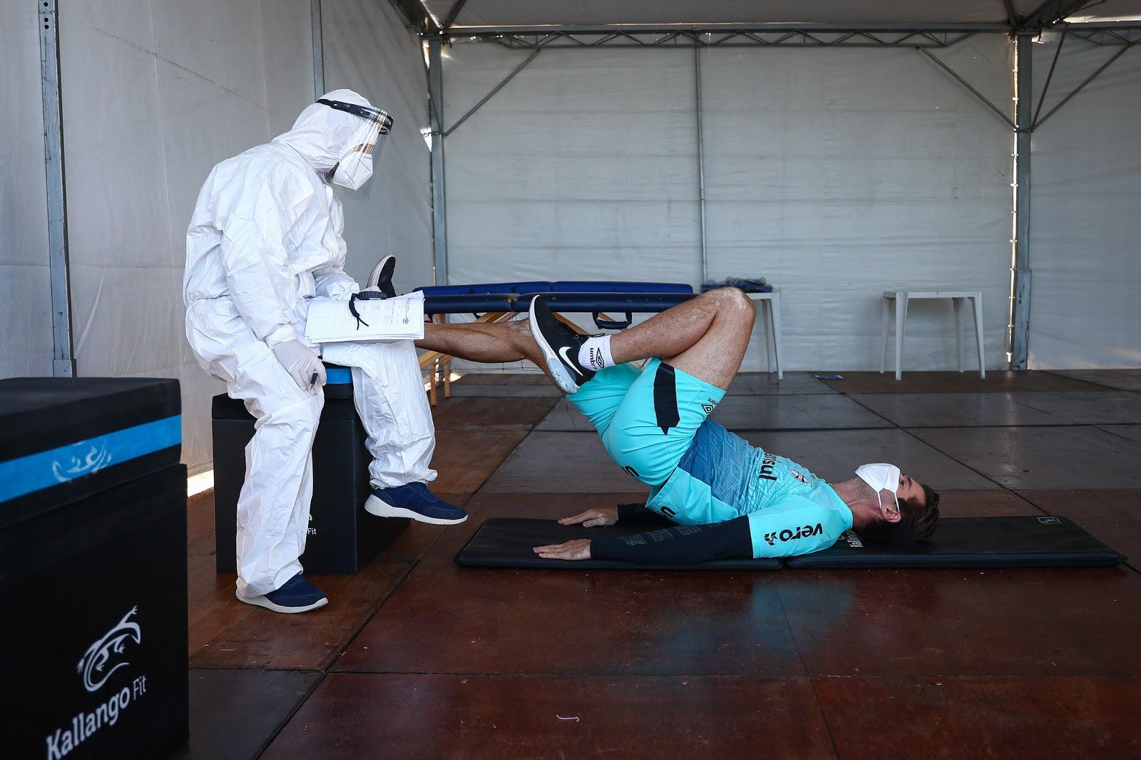 Grêmio, de Porto Alegre, volta aos treinos físicos; treinador acompanha pela internet