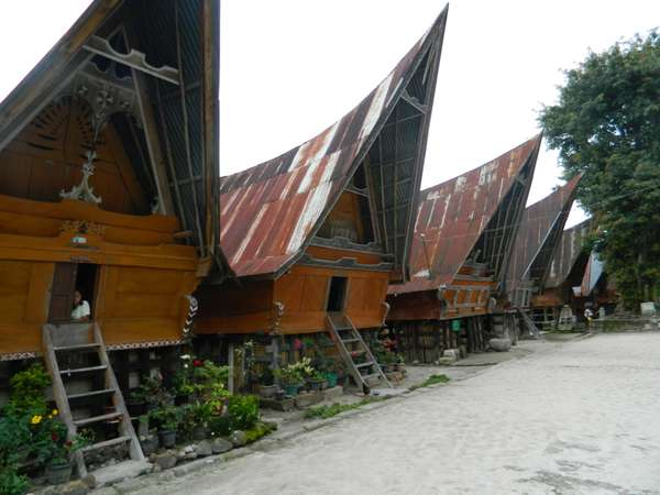 Ruma Bolon dan Sopo di Pulo Samosir