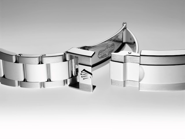 Photo of Rolex oysterlock clasp on oyster bracelet