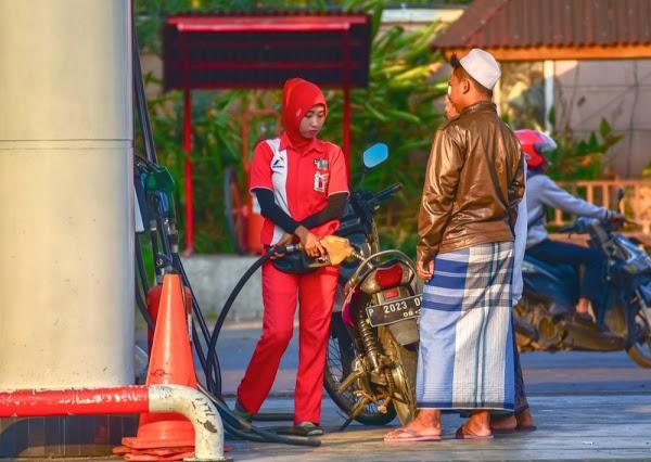 Pengamat: Harga BBM di Indonesia Harusnya Rp2.000 per Liter