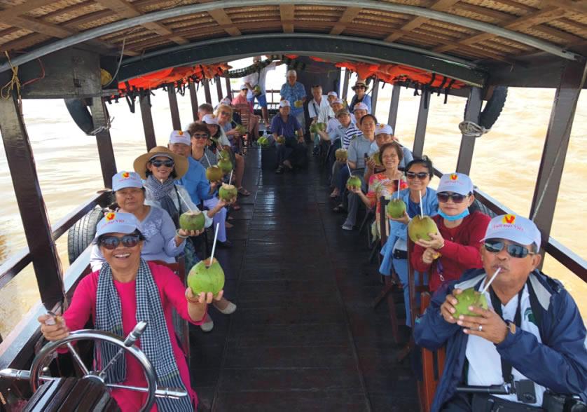 Tàu tham quan Cái Bè - Tour du lịch Cà Mau