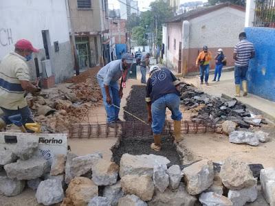 Alcaldía de Guaicaipuro sustituye colector de aguas servidas en El Barbecho