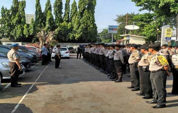 Massa Pendukung Tersangka Korupsi Novanto Membludak, Polisi Tambah Personel Penjagaan