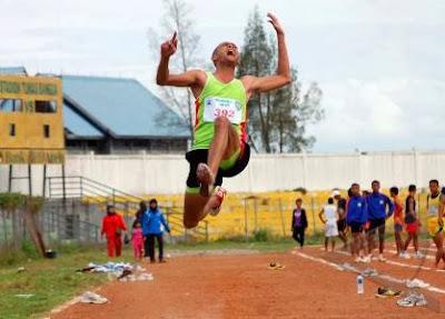 Atletik Lompat Jauh Gaya Menggantung