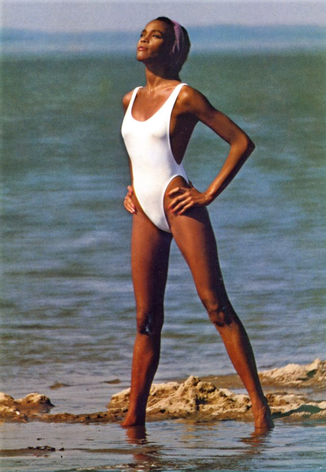 40 Rare And Stunning Photographs Of A Young And Beautiful Whitney Houston From The 1980s