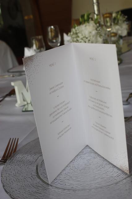 Menükarten zweisprachig Glanzvoll die Kartenmacherei Gold und Weiß, goldene Sommerhochzeit im Riessersee Hotel Garmisch-Partenkirchen, gold white wedding in Garmisch, Bavaria, lake-side, summer wedding