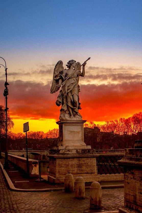 Anjo com a Lança da Paixão sobre a Ponte de Sant'Angelo, Roma