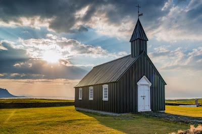 Iglesia negra de Islandia, entre las iglesias más bonitas de Islandia y curiosas