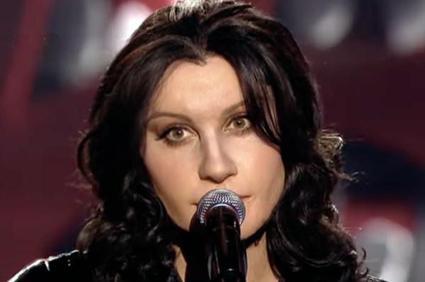 Adam Strycharczuk femulates Katie Melua on Polish television's  Twoja Twarz Brzmi Znajomo.