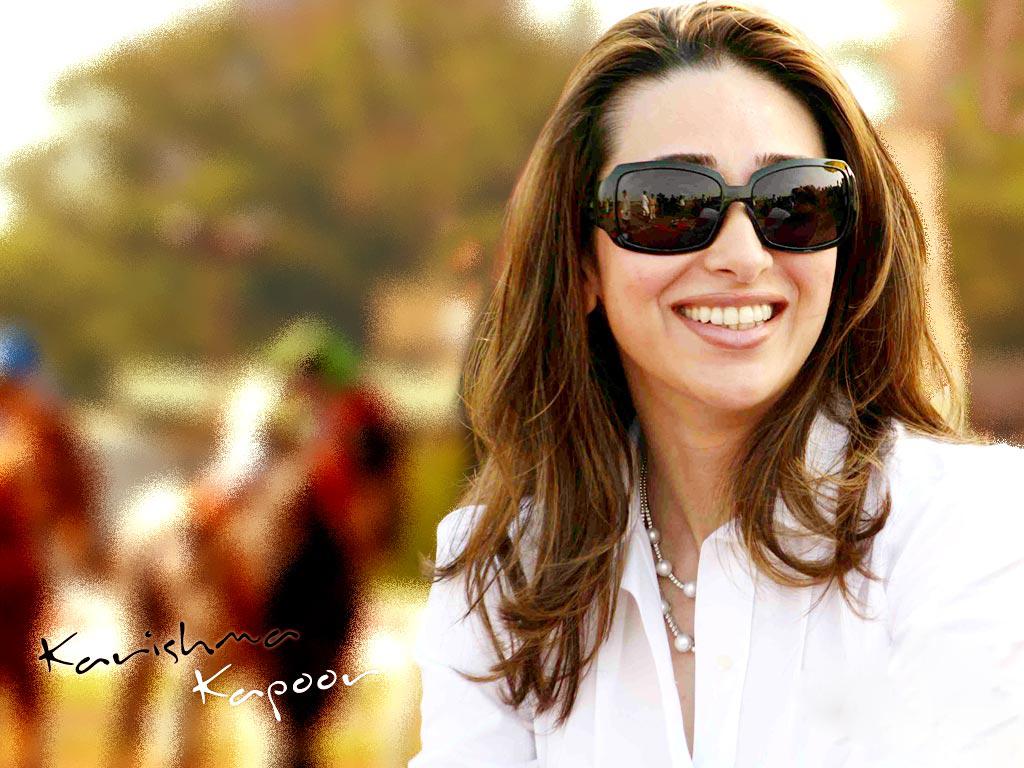 Karishma Kapoor Sexy Pics