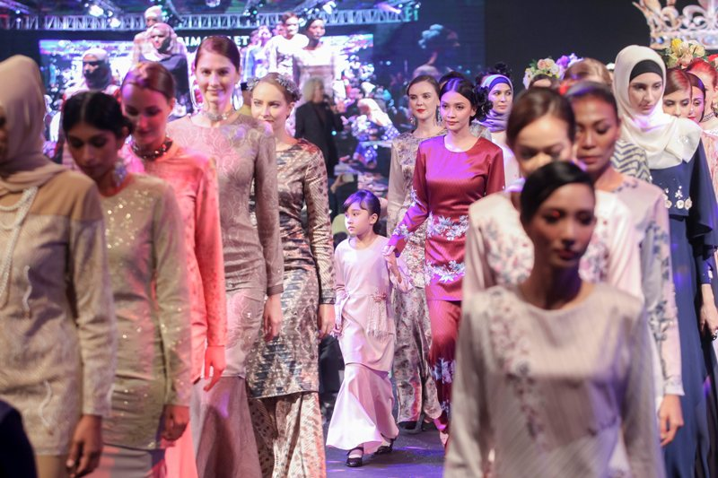 Primavalet, 2018 Raya Collection, Arjuna, Meylana, YoumeandHunny, Nur Aishah, Shasya Habib, Ezuman Ismail, PV Man, PV Woman, PV Kids, Syus Couture, Zoud, Kukubesi, Buranku.co, Beauty by Rawlins, Rawlins GLAM