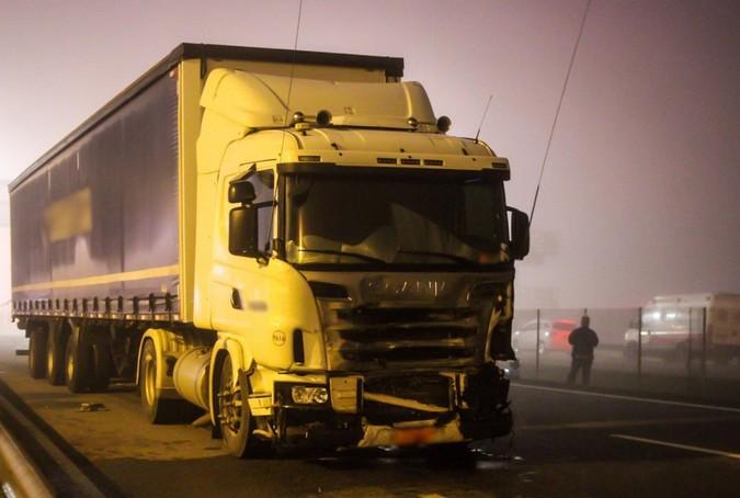 Caminhoneiro é indiciado pela morte de 8 pessoas em engavetamento na BR-277/PR