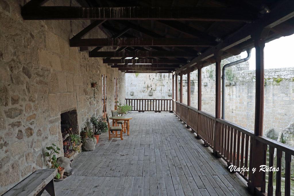 Corredor del castillo de Castro Caldelas