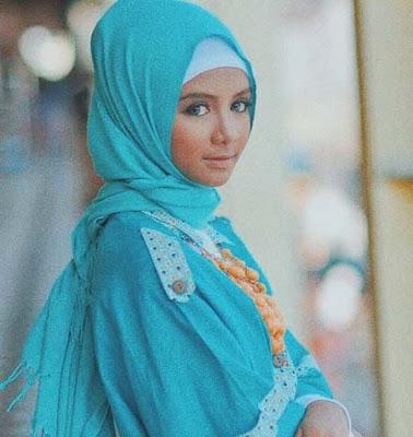 Farikha Safira Pakai Hijab