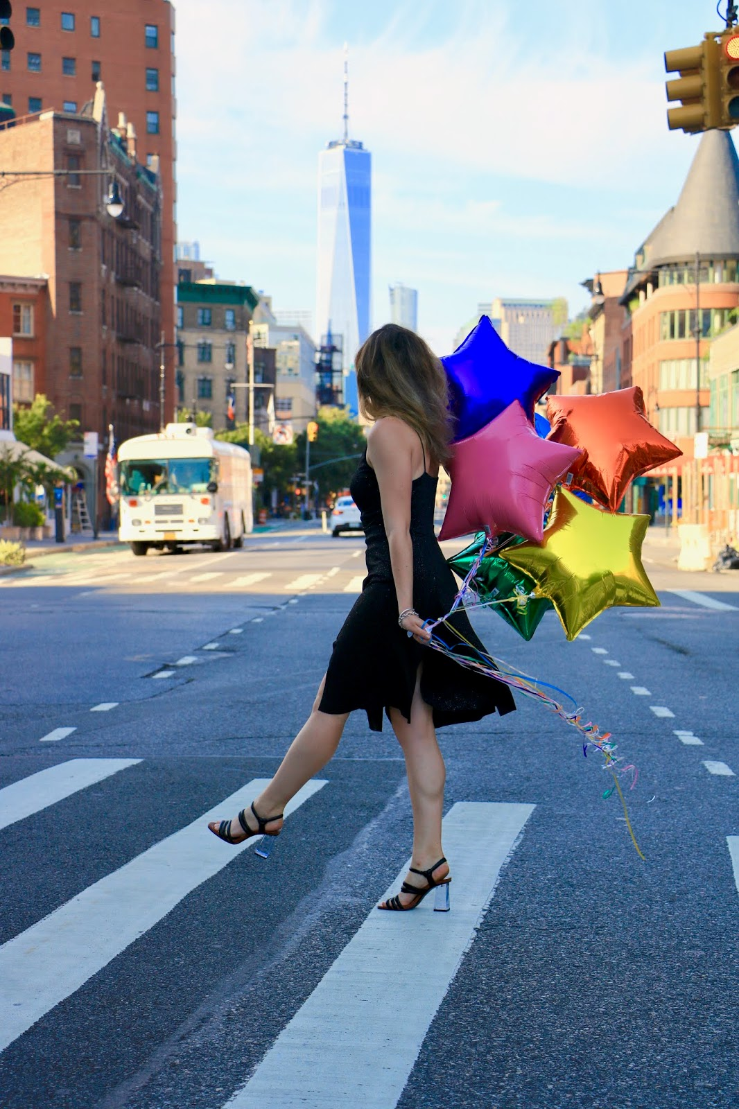 Nyc fashion blogger Kathleen Harper's New York City balloon photo shoot.