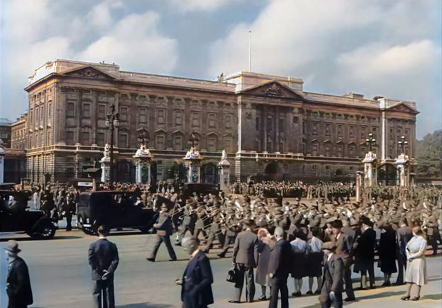 Buckingham Palace in wartime worldwartwo.filminspector.com