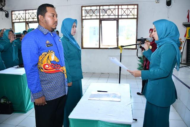 Ketua TP PKK Kabupaten Sinjai Lantik Ketua TP PKK Kecamatan Tellulimpoe