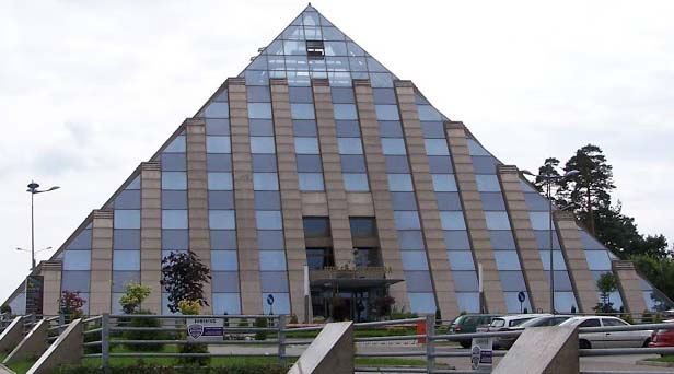 The pyramid shaped Piramida hotel is a highly unusual hotel in Poland that produces healing power for its visitors. That is why no one has any complain after reaching here. If you still do not feel happy after receiving the positive power that you receive here, then you can also take pleasure in the fitness center, swimming pool, spa and a restaurant.