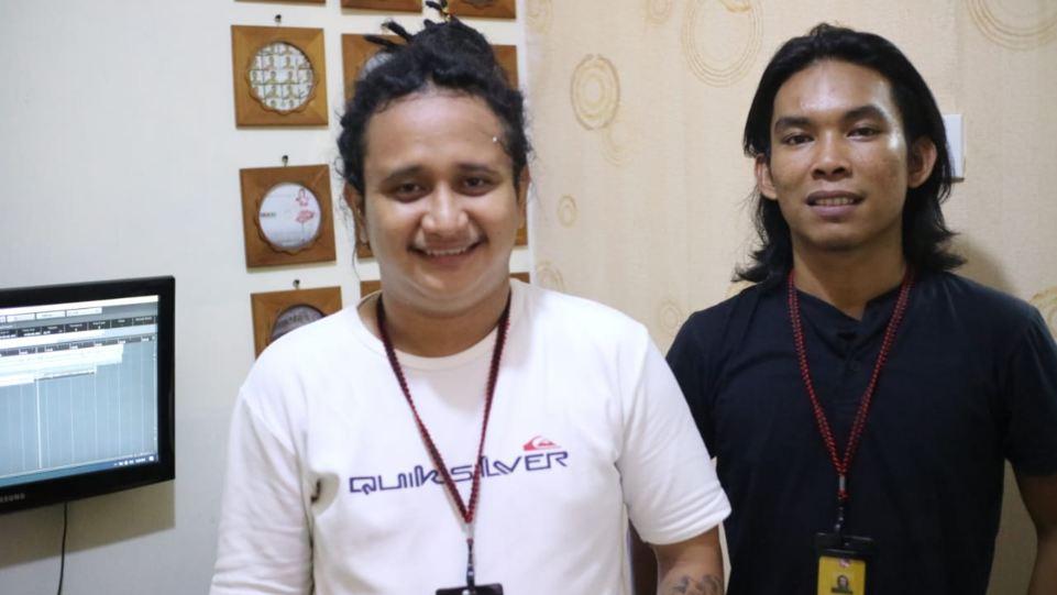 Luddy Roos dan Zulpadli Damas, Operational Manager dan untuk urusan produksi visual dan audio di Indonesia Records. (Dok. Istimewa)