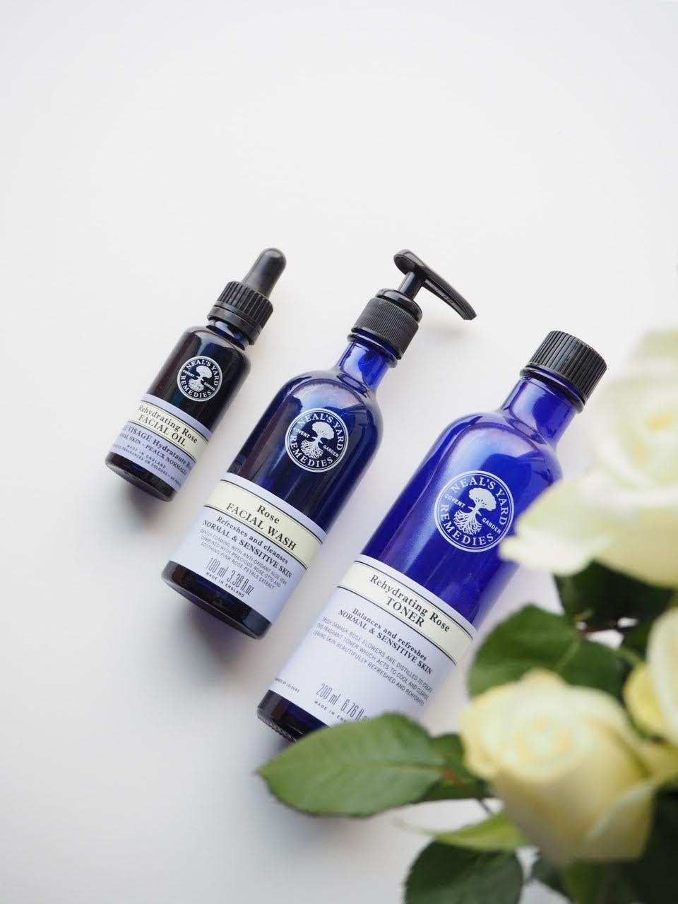 Neals Yard Remedies ruusu-kosmetiikka