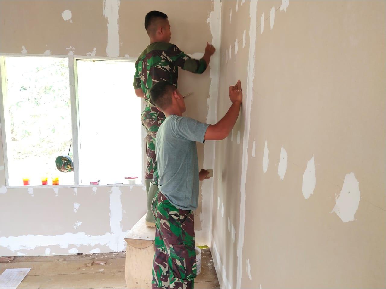 Plamir Dinding Agar Terlihat Rapi